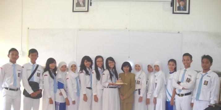 Bersama siswa angkatan 2011-2012