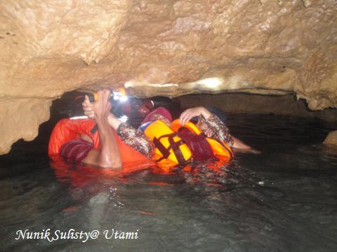 Perjalanan yang  menegangkan bagi yang tidak pandai berenang